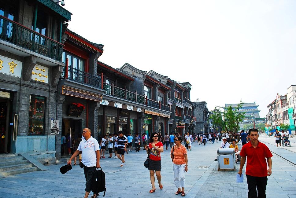 Calle Quianmen, al fondo la torre de la flecha