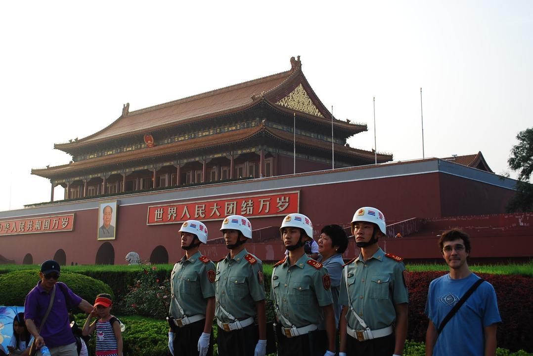 Confirmado. No todos los chinos son tan bajos como dicen (y yo quedando humillado...)